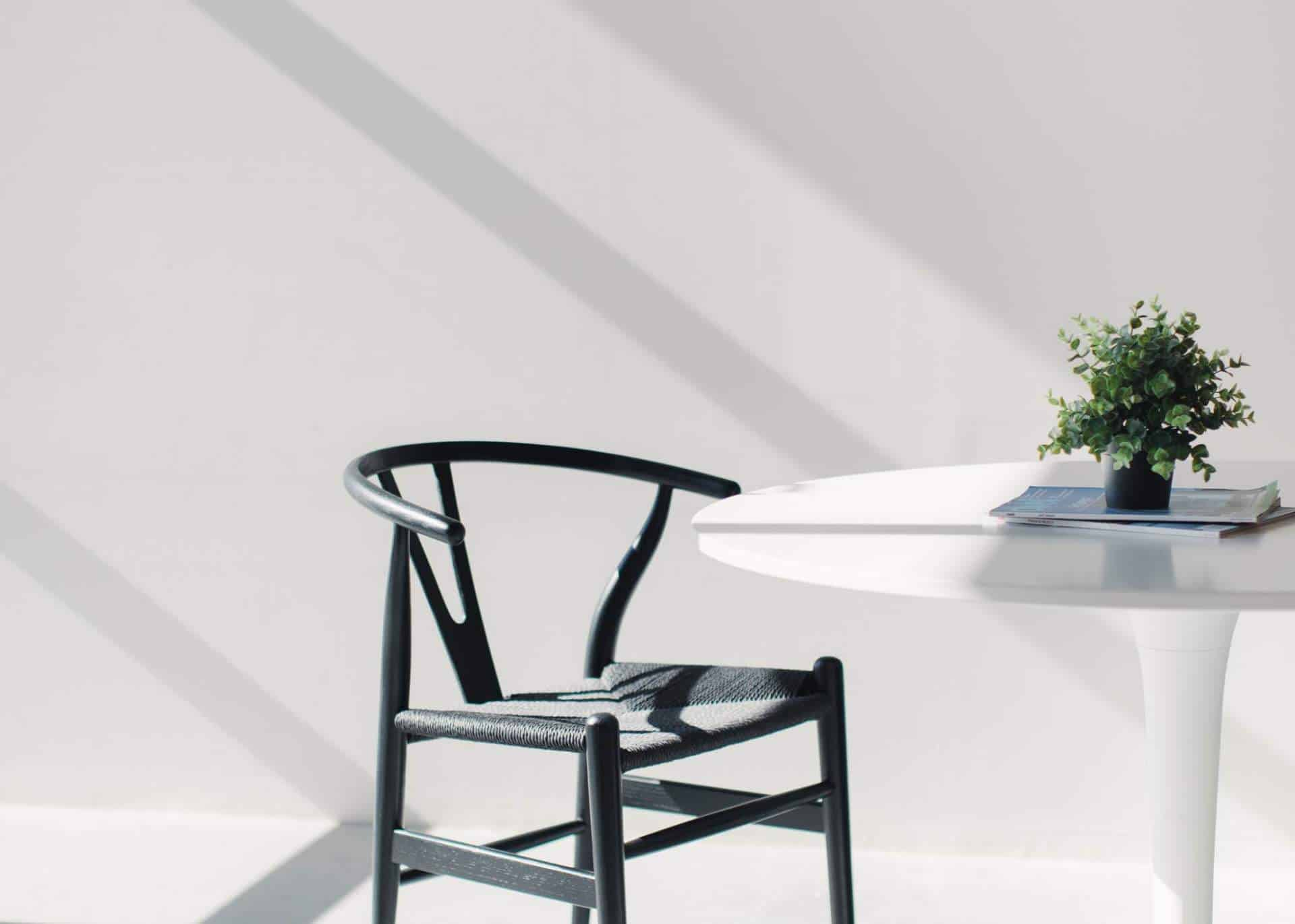 Minimal White Table And Chair